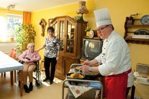 Kochen im Wohnbereich (Foto: SMMP/Pohl)