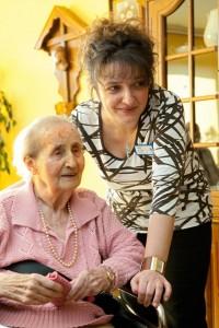 Mitarbeiterin und Bewohnerin (Foto: SMMP/Pohl)