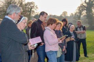 März 2007: Leitende Mitarbeiterinnen und Mitarbeiter der SMMP-Einrichtungen und-Dienste verbringen eine gemeinsame Woche an den Gründungsorten der Ordensgemeinschaft in der Normandie. Foto: SMMP/Ulrich Bock