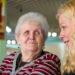 Gisela Gerlach-Wiegmann (r.) im Gespräch mit einer Bewoghnerin des Hauses St. Martin.