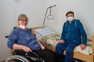 Manfred Bischoff kommt im Haus St. Martin allmählich wieder zu Kräften. Hier hat er Monika Jaeschke kennengelernt, die gesundheitlich ähnliche Einschnitte erlebt hat wie er. Foto: SMMP/Ulrich Bock